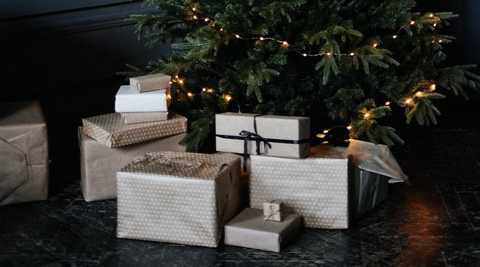How to Gift Shares for Christmas